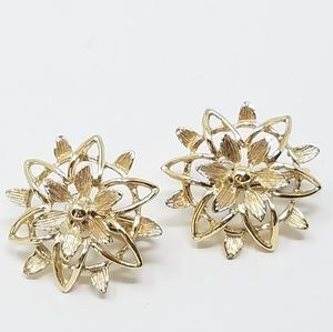 vintage Sarah Coventry clip on earring flower